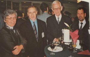 Nuotrauka iš Groupe Consultatif susirinkimo Hagoje. Iš kairės į dešinę: Agnes Matits, Gabor Hanak, Petr Mandl, Ričardas Kudžma